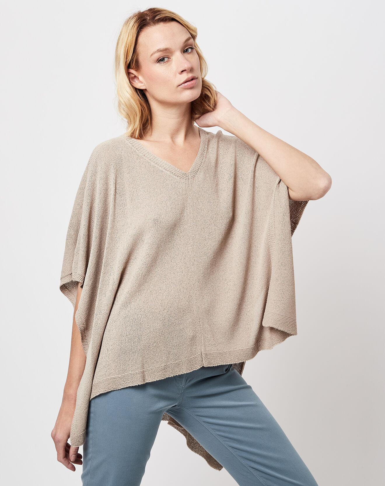 Pull poncho en maille fine sable